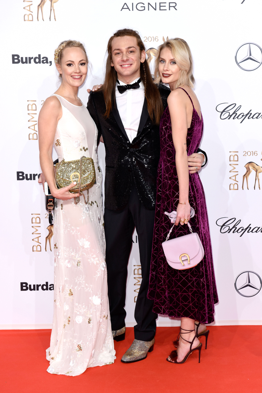 Kathrin Gelinski, Riccardo Simonetti , Lisa RVD (Blogger) Bambi 2016 Roter Teppich vor der Verleihung im Stage Theater Berlin am 17.11.2016 Agency People Image (c) Daniel Hinz *WARNING* STRICTLY NO FAN WEBSITE / NO BLOG / NO FACEBOOK / NO INSTAGRAM / NO SOCIAL WEB USE! ALL RIGHTS RESERVED!